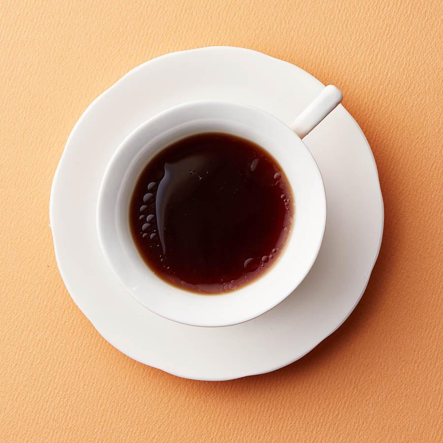 椰子油融化後,雖然看起來上面一層油油的,但是比單吃椰子油好吃多了, 咖啡的苦味反而中和了椰子油那股特殊的味道,而且一定要趁熱喝。