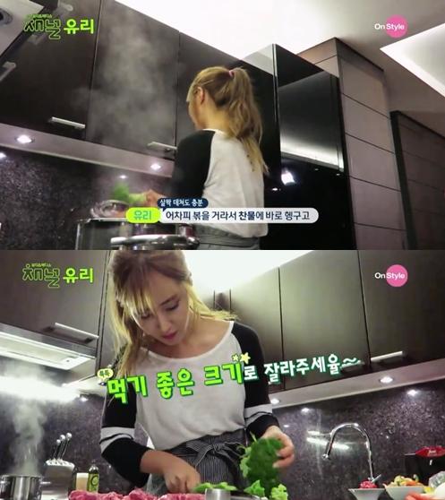 花椰菜稍微燙一下就好了,撈出來後也切成一口吃的小塊。 (小編都是切完了再燙)