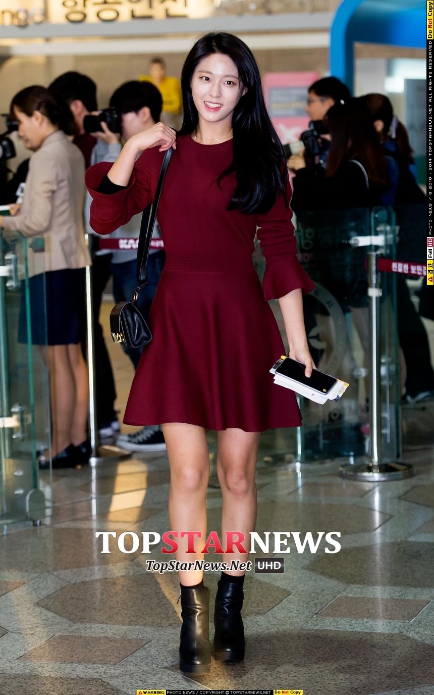 雪炫今年的確是突然話題都在她身上,比起前面哈妮或是惠利有個代表作,雪炫似乎都是集中在外貌與身材的稱讚而出名!