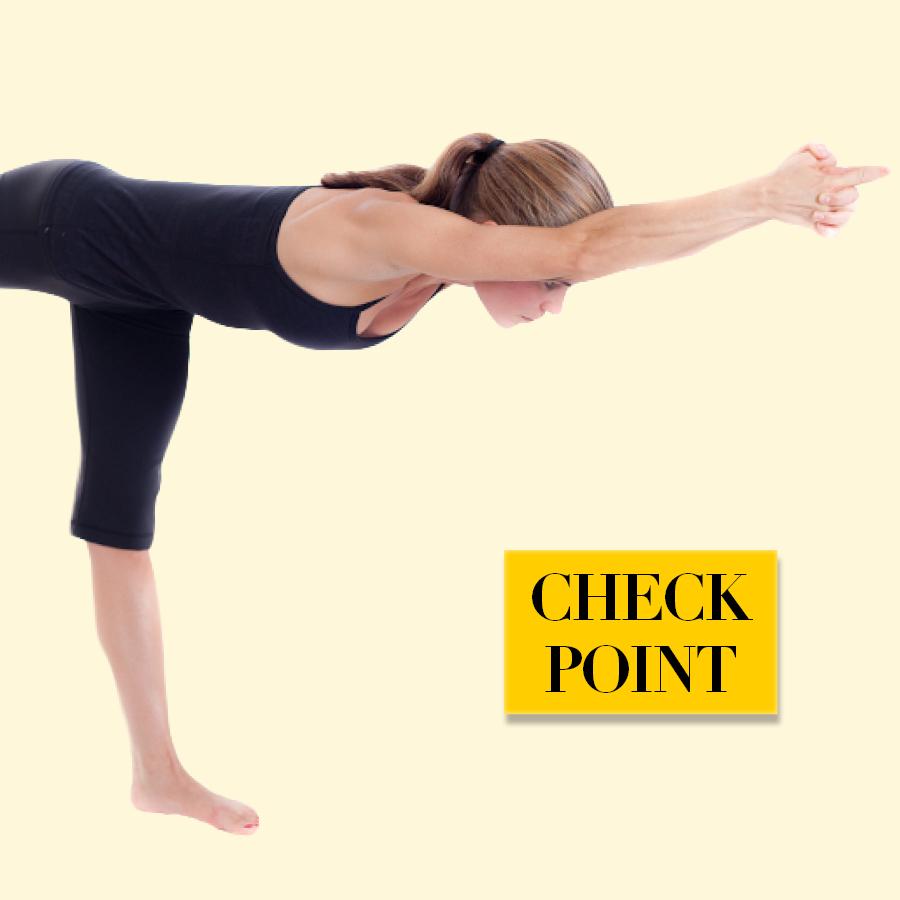 做瑜伽T姿勢時,需要注意的點是手臂和腿的高度,還有膝蓋繃直的程度!