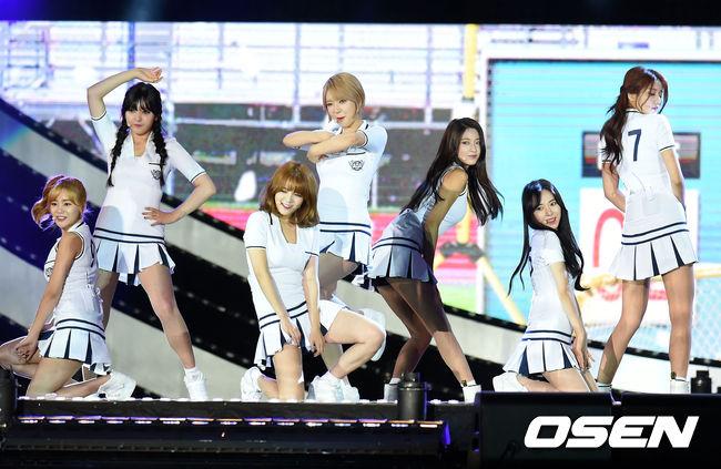 #AOA 用《Heart attack》成功抓住男生粉絲的心的AOA,散發無敵青春氣息的小短裙 還有全隊成員超亮眼的外貌及身材平均,讓她們全隊在今年人氣更上一層樓 AOA的表演絕對是今年韓國男粉絲心目中最佳的舞台之一。