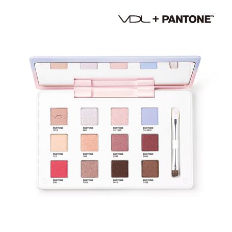 首先是眼影盤,結合了PANTONE色系,有如冰淇淋糖霜的美妙色調,看了都好喜歡啊!和Sephora不同的是,整體色調顯得柔和、也很實用的感覺!附上雙頭刷,可以針對不同眼型打造出美麗的眼妝!