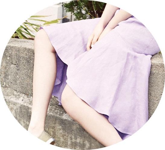 #2 膝蓋內側 除了手腕,還有其他靜脈處也可噴上香水,例如膝蓋內側,或是及膝的裙襬處,因為空氣的流動,香味反而比較不容易揮發喔!