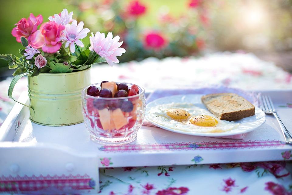 禮拜一:吃個愉快的早餐+好好規劃 運動後,也要吸收營養早餐!推薦兩個瘦身食譜:希臘優格+莓果,或是蛋白炒蔬菜。好好安排飲食調整計畫,避開應酬、聚餐的時間,規劃減少外食的辦法也很重要喔。
