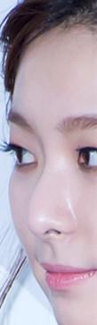 側面的鼻子線條也不是什麼雕刻般的樣貌,可說是整容界不會拿來做範本的鼻子~(是稱讚的意思啦~)