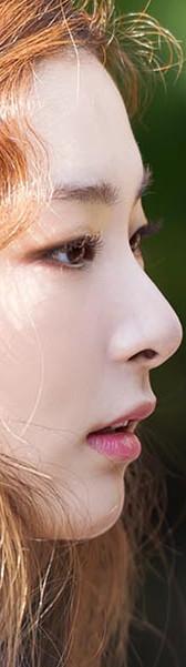 但是大大的鼻頭卻很有特色,而且搭配翹唇好像洋娃娃~