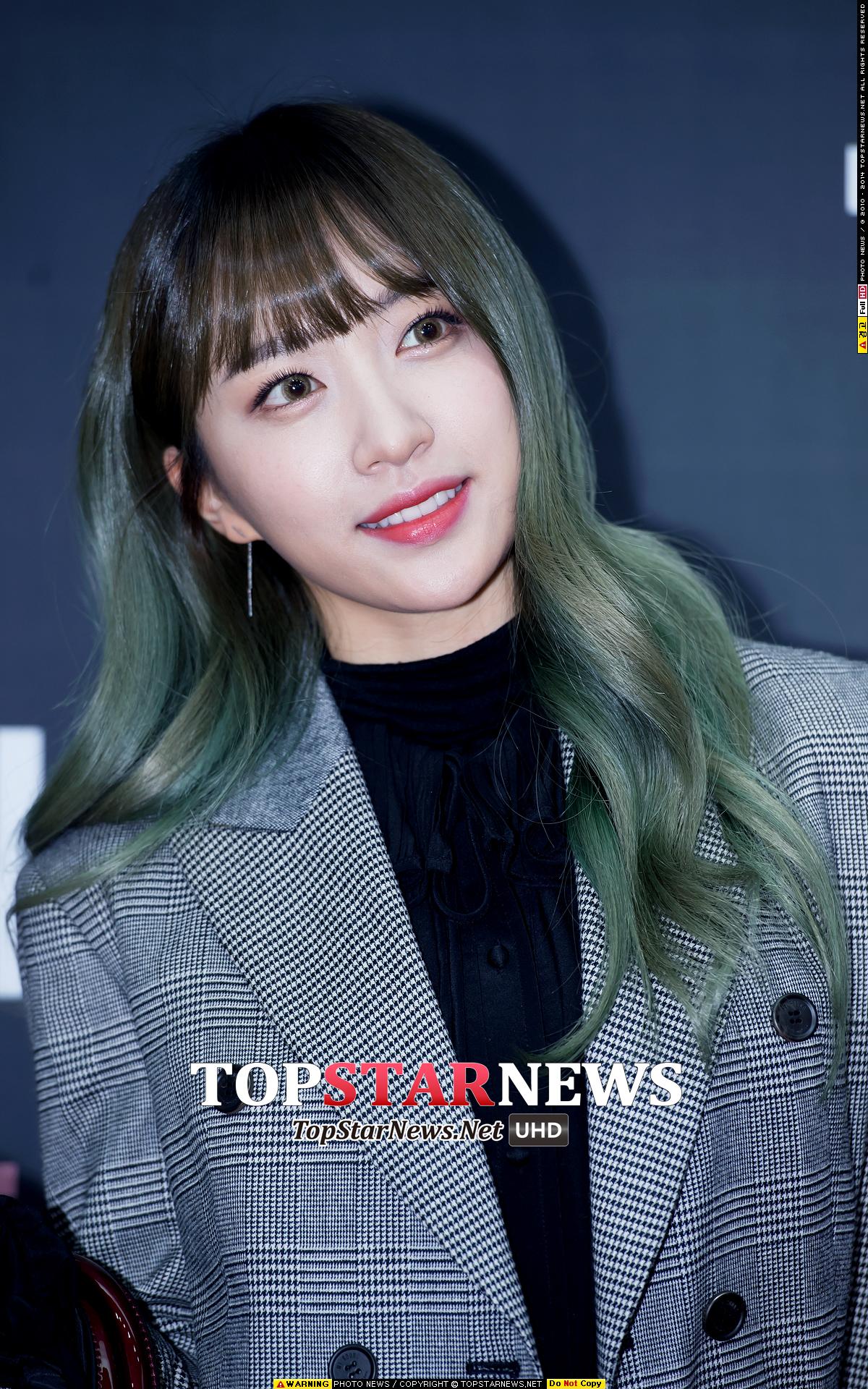 大家都知道韓星儘管很喜歡燙染頭髮,但卻依舊可以柔順閃亮, 但你一定會說:「因為她們是藝人,能常上髮廊啊!」 其實不用花大錢,只要注意下面的這6條細節,在家也能讓頭髮維持柔亮!