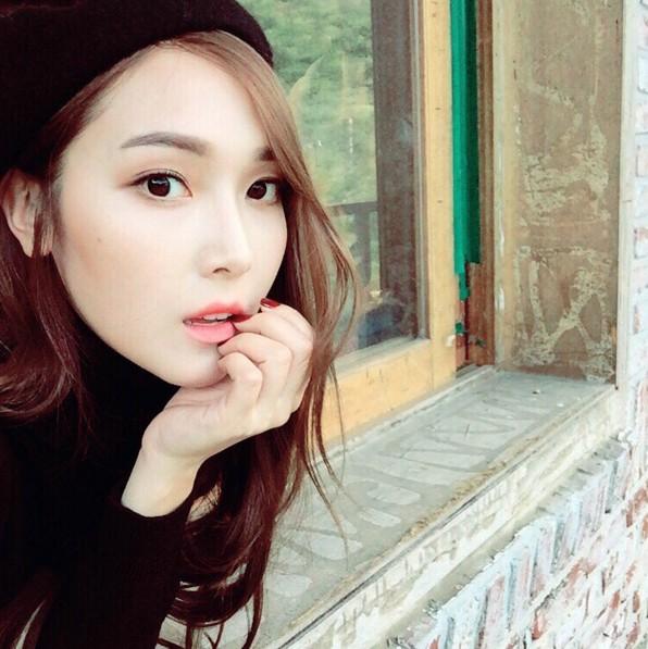 #1 玫瑰嫩粉 Jessica的粉嫩唇色,看了是不是氣色很好呢?猶如春天剛誕生的花朵般!