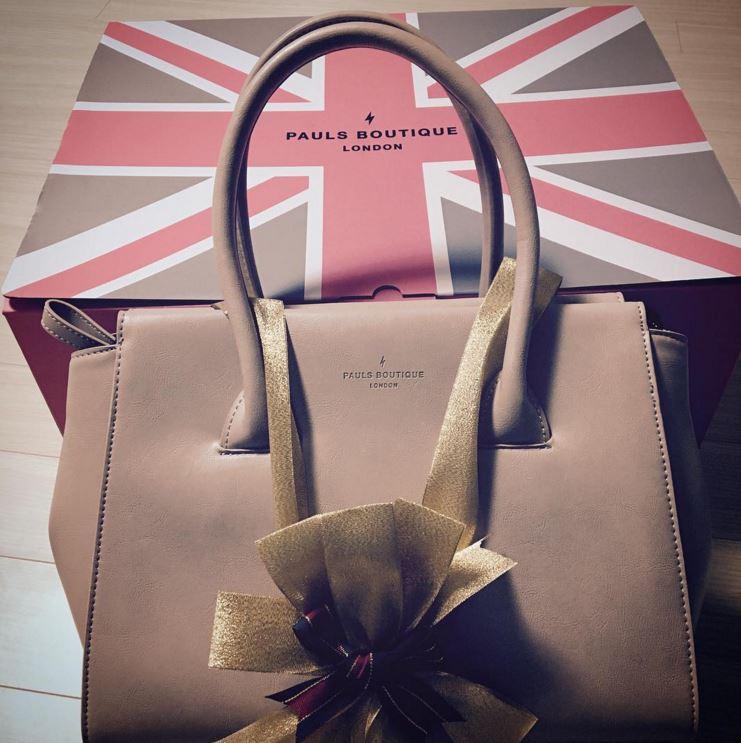 在4minute昭賢的instagram也看到了這款包包的蹤跡(*゚∀゚*)話說這款包包真的很耐看!素面顏色加上它的材質看起來非常有質感,而且超好搭配!