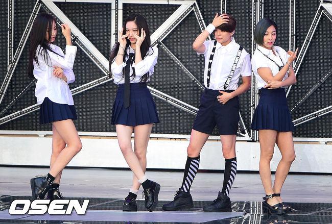 結果並不是什麼火辣的打扮,而是當f(x)走學生風的時候啊!韓網民紛紛懷念起水晶穿網球裙的美照...