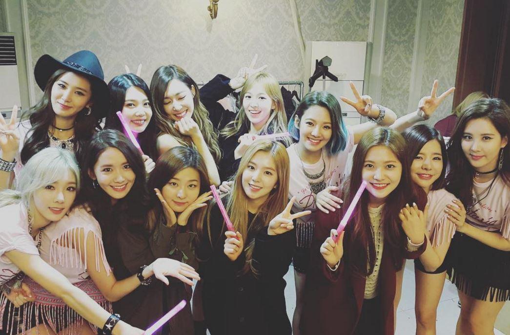 韓國媒體將現在韓國國內活動中的女團大概分成三大類型,分類的基準是依據音源和專輯的銷售型態,快一起來看看韓國媒體將女團分成了哪三大類型吧!