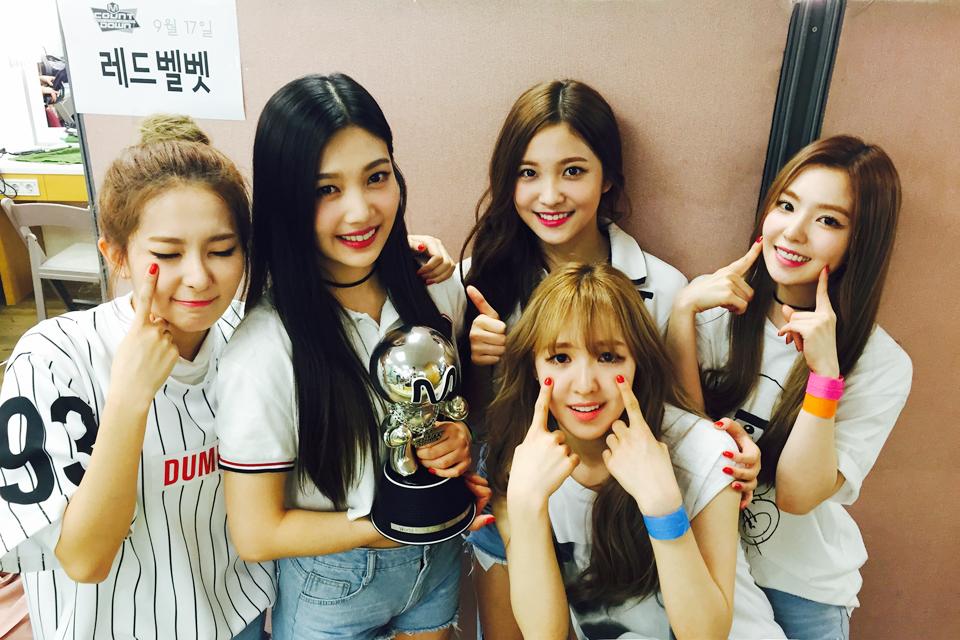不論是哪個女團都朝著成功邁進,在Apink之後還有AOA及Red Velvet等女團都在緊追著。