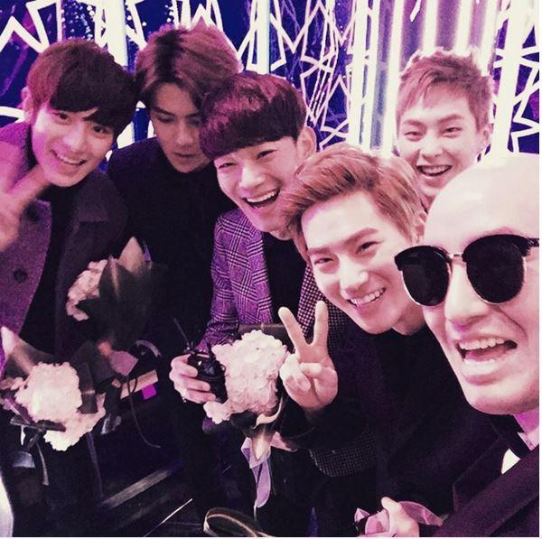 也恭賀昨天EXO獲得人氣獎!