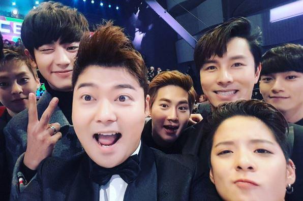 最後附上一張全炫茂在台下與SM弟子們(?)的合照~ 也恭喜所有的得獎人啦^.<
