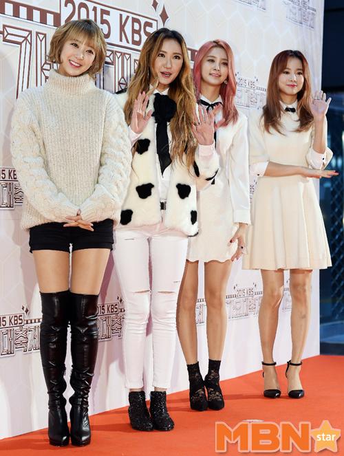 EXID穿出現代時尚感的摩登風格,四人四色的鞋子風格,搭配特別用心呢!