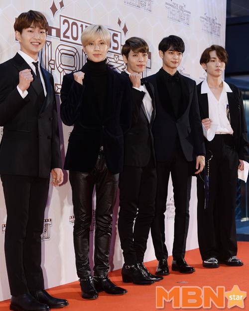 SHINee五位也來了!這陣仗裡面有王子、有吸血鬼、有帥哥也有可以嫁的老公(?) 大家比較喜歡誰的風格呢?