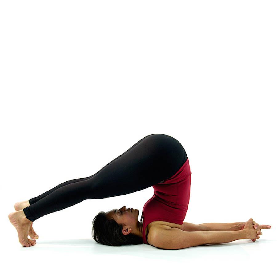 所以今天小編就要教女孩們矯正扭曲的骨骼的同時讓上身的肌肉也變得更柔軟的瑜伽姿勢。