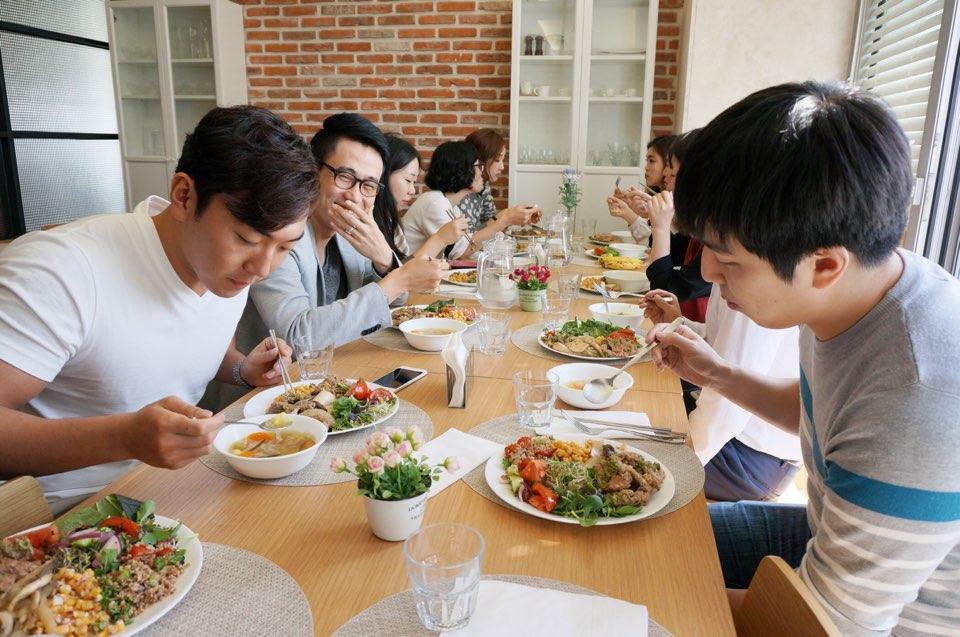 據說公司裡配有專門的大廚,每天都給大家做美味的午飯~¯﹃¯