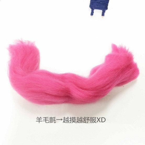 接下來的是最難的部分~ 9. 用羊毛氈來做娃娃的頭髮