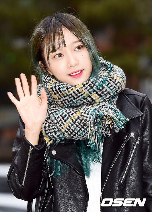 為什麼這麼篤定?因為那條圍巾,就是在Piki出鏡率超高的哈妮上班路時尚啊!!