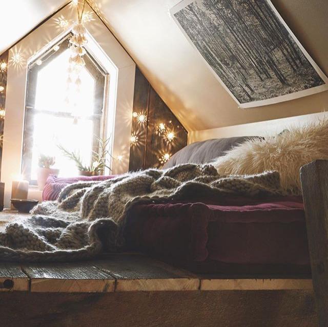 現在有越來越多人喜歡燈飾佈置,總覺得多了它居家氣氛就能變得歡樂又溫馨。