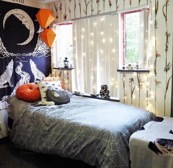 將小燈泡串藏在窗簾裡,隱約透出來的光線超浪漫的。