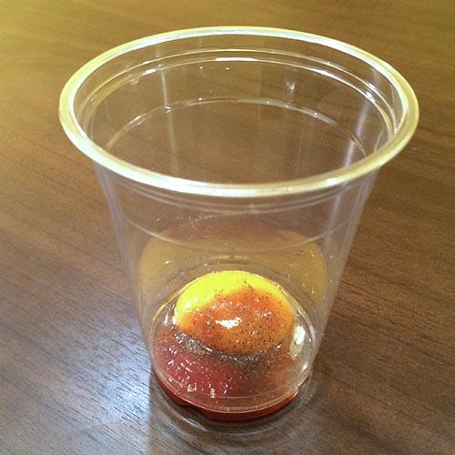 3. 美國 蛋黃+辣醬油+食醋+胡椒粉混合而成的一種叫做「Prairie Oyster」的雞尾酒