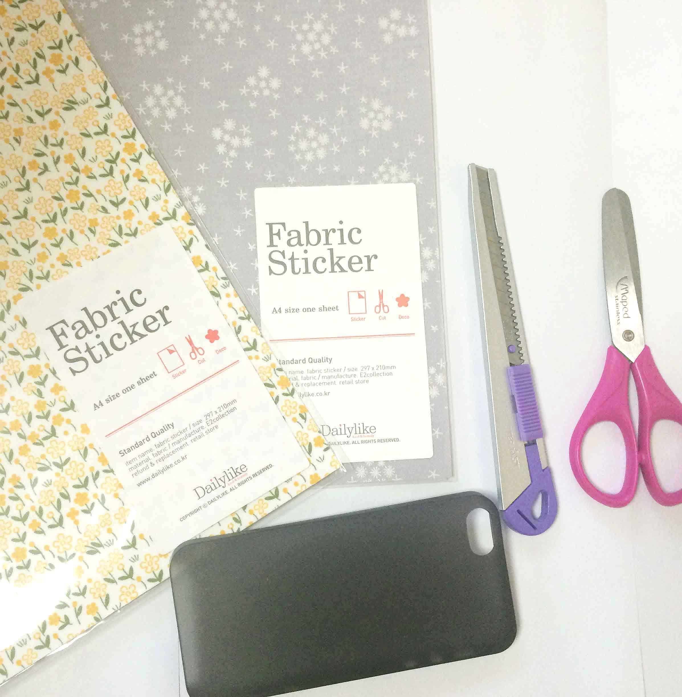 準備物:布貼, 手機殼, 刀, 剪刀. 準備物都不用太多,肯定很簡單的樣~+_+