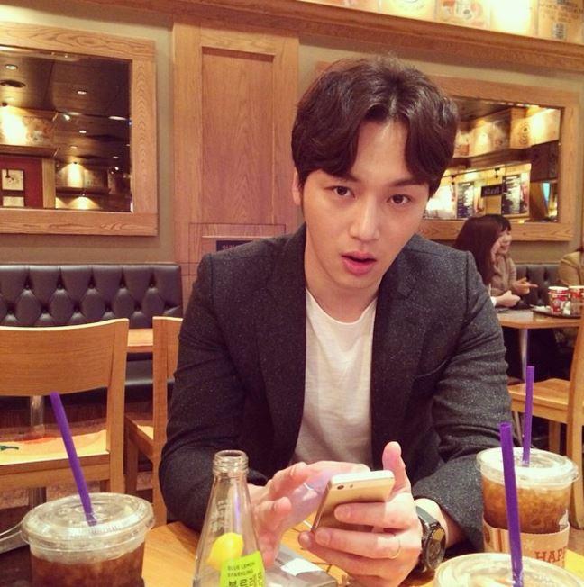 ✿卞耀漢 卞耀漢之前在《前女友俱樂部》的形象就是個對女友超好的男生~早上有他泡咖啡給自己一定很幸福♥