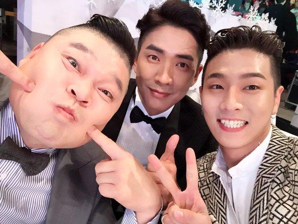 最近在KBS綜藝節目<我們小區藝體能>中 作為「體育偶像」人氣迅速上升的BOY....右邊Jota