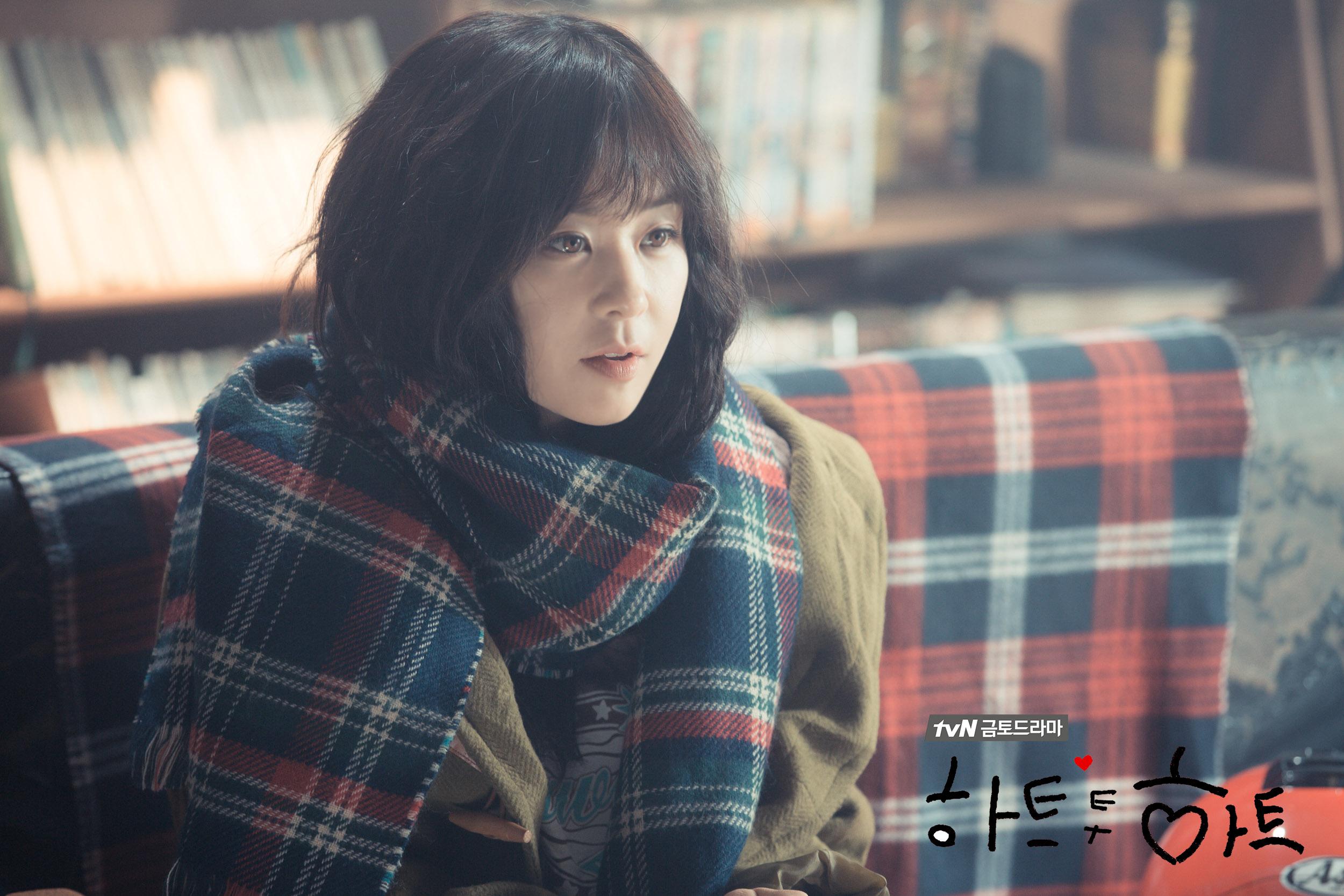 被封為最強童顏的原因是…不僅皮膚保養超好,也因為韓國網友們說崔江姬從1995年出道到現在,長相可以說是沒有什麼變化!