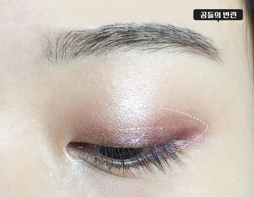 帶亮片的葡萄紫色眼影重點暈染一下眼尾
