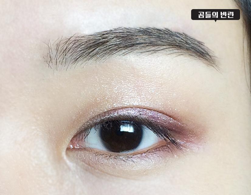 下眼皮也塗上葡萄紫色的眼影,從眼尾塗到瞳孔中間就好了^.^