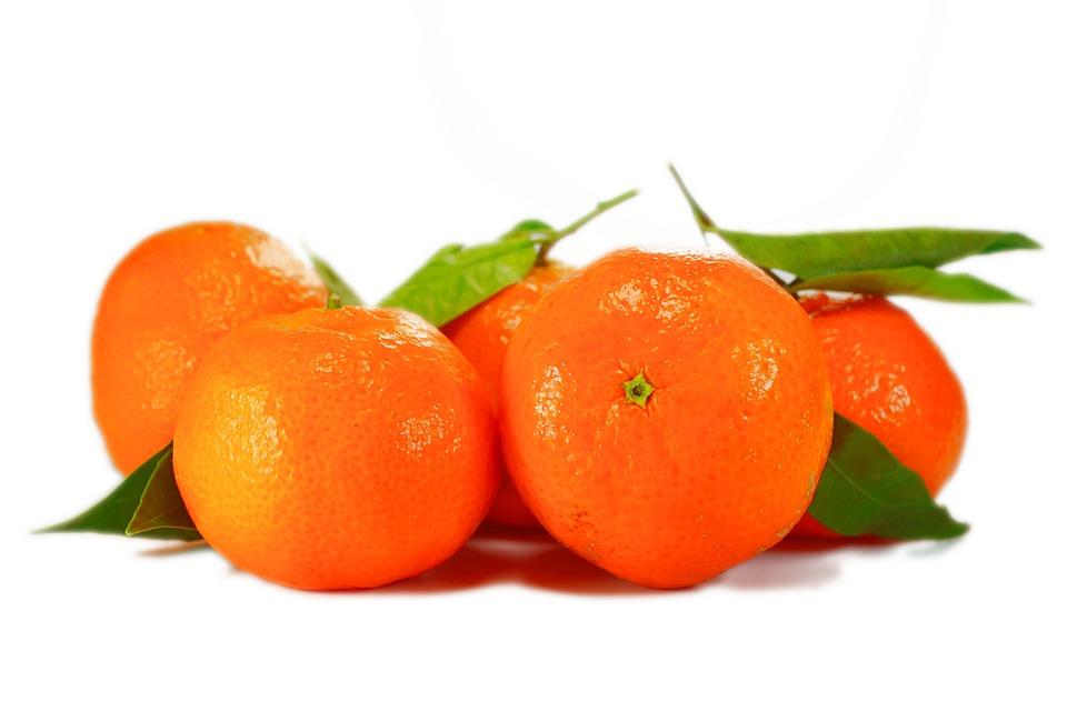 橘子皮放進細紗網裡,洗澡的時候泡進去,可以驅寒去濕氣。 特別推薦給冬天手腳冰涼的小夥伴。