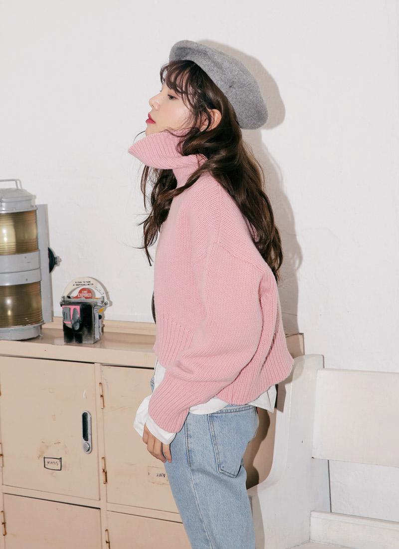 像是Oversize、寬鬆設計、粗針織材質等搭配LOOK,很適合高個子女生,尤其穿上牛仔褲更是時髦有型。