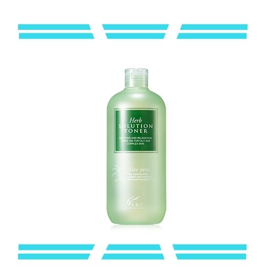 【A.H.C Blue label herb solution aloe vera toner】 A.H.C大容量化妝水被譽為CP值超高的化妝水,除了鎮定用的蘆薈水,還有其他選擇,包括:收縮毛孔的金縷梅化妝水,具有亮白效果的檸檬、與保養效果很好的玫瑰等保濕化妝水,除了喜歡臉可以擦,平時裝噴霧瓶使用也方便!