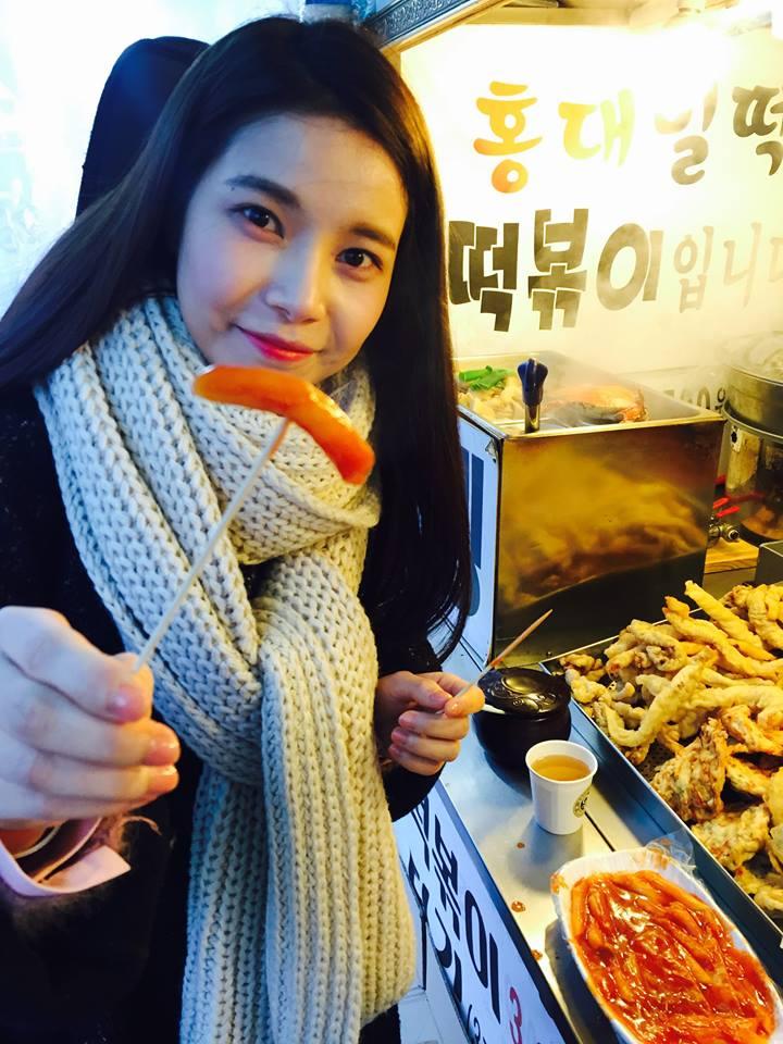 ►MAMAMOO 頌樂 身為隊長和主唱的頌樂,因為可愛乖巧的外貌,讓韓國網友們都覺得她很會做菜,就算不會做菜也可以得婆婆的喜愛啦~知道實際上頌樂的料理實力如何的粉絲也可以偷偷告訴小編喔!