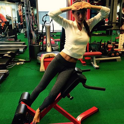 歐妮的IG上還有許多運動的照片 (跟腰上的贅肉說掰掰)
