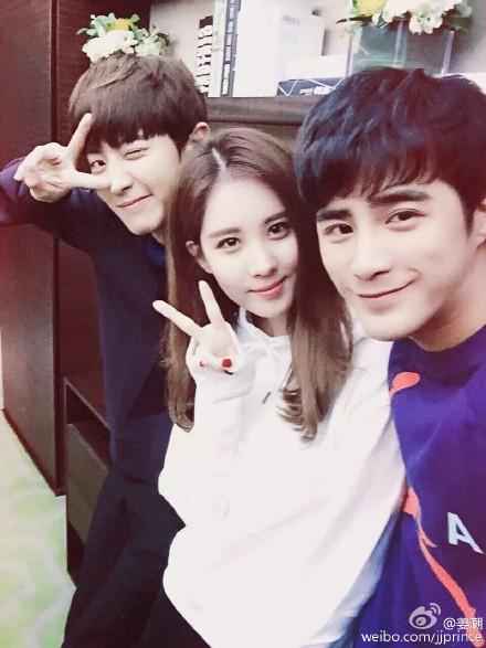 去年開拍的中韓合作電影《所以,和黑粉結婚了》預計會在今年暑假上映。