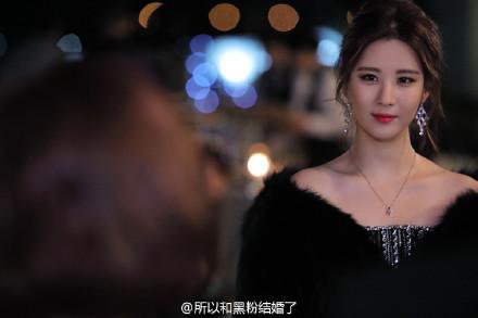 她所飾演的鄭英賢,是厚俊(燦烈 飾)的練習生後輩,有著洋娃娃般的外貌,對事業充滿野心,著迷於厚後而整天黏著他。