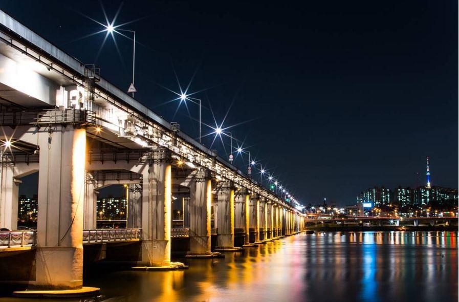 NO~NO~NO!! 夜晚看來美麗的大橋,實際站在橋上高度至橋底的高度超過20公尺 如果只說高度你可能沒感覺…