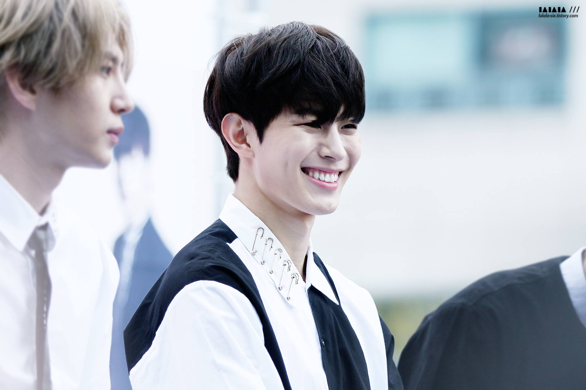 ♥ VIXX 弘彬  ST★RLIGHT(VIXX 粉絲名)眼中的豆豆小王子,笑容很溫暖的他,總給人好好先生的形象。