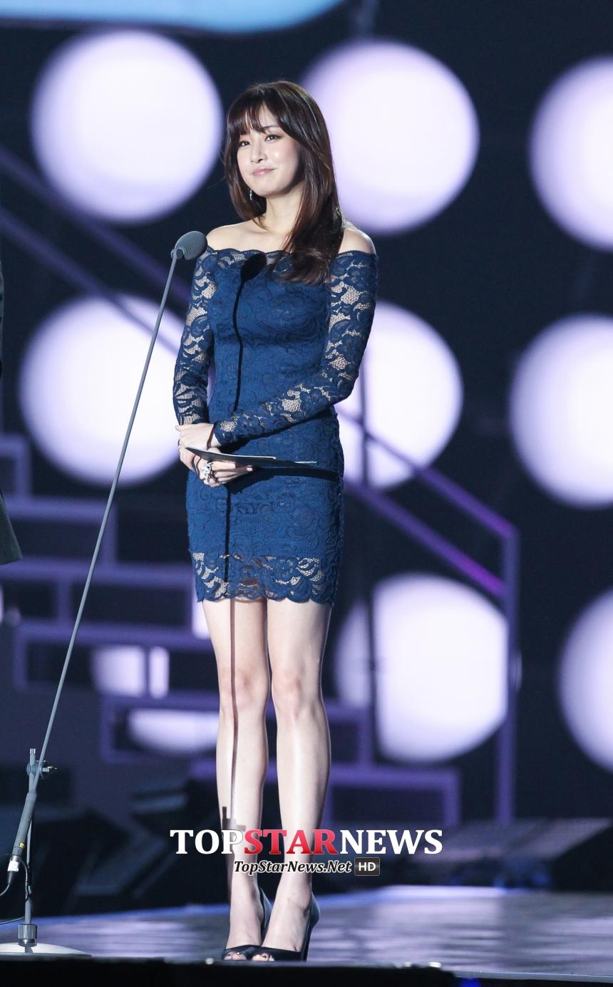 姜素拉在2014年MAMA穿的平價禮服也曾經造成很大的話題,一件台幣1000元的禮服也能穿上大型頒獎典禮的檯面,讓網友們都讚爆她的好身材!( ゚∀゚) ノ♡