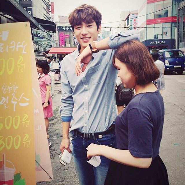 現在則是剛演完tvN戲劇《Oh 我的鬼神君》的郭時暘呀!你知道他身高有187公分嗎~(真是羨慕照片裡的女人)