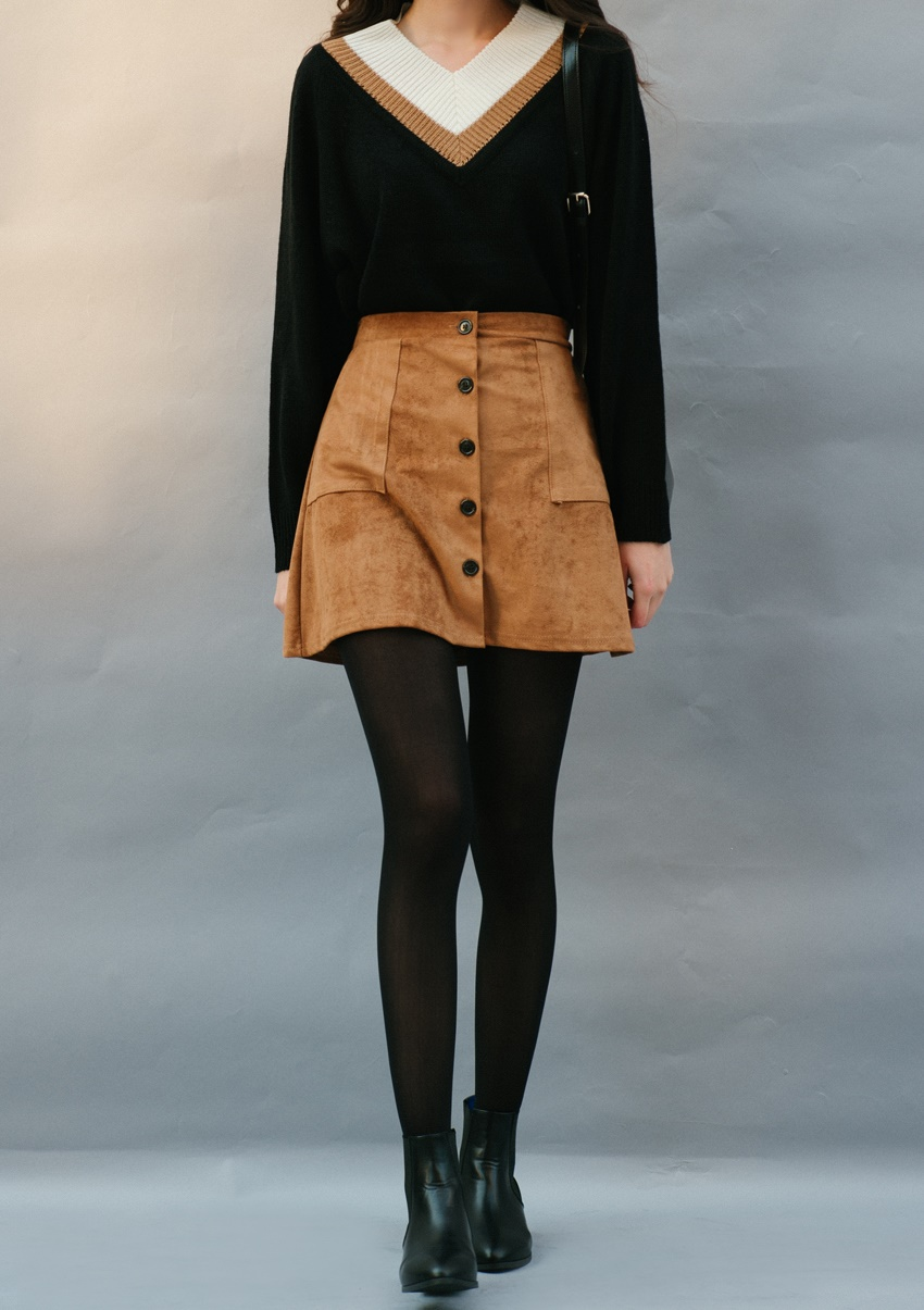 說到短裙的話一定要先選擇的絕對是排釦設計款♬這已經是韓國女生人手一件的流行單品呢!
