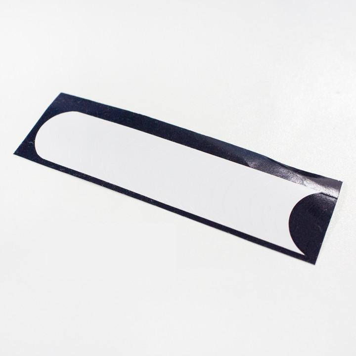 再準備好法式美甲的貼紙,小編就是在大創買的,便宜又好用!