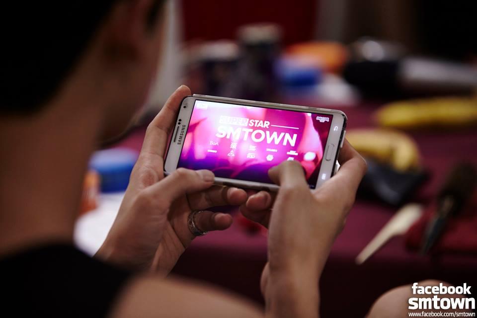 對遊戲的執著度讓粉絲們感嘆:我們的愛都不如一支手機