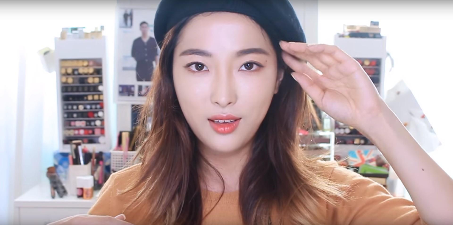 雖然才剛經營一年多的時間,Sae Byeock的Youtube頻道已經突破16萬人次訂閱呢!其中最熱門的彩妝教學都與約會彩妝相關,可以學到很多小技巧~