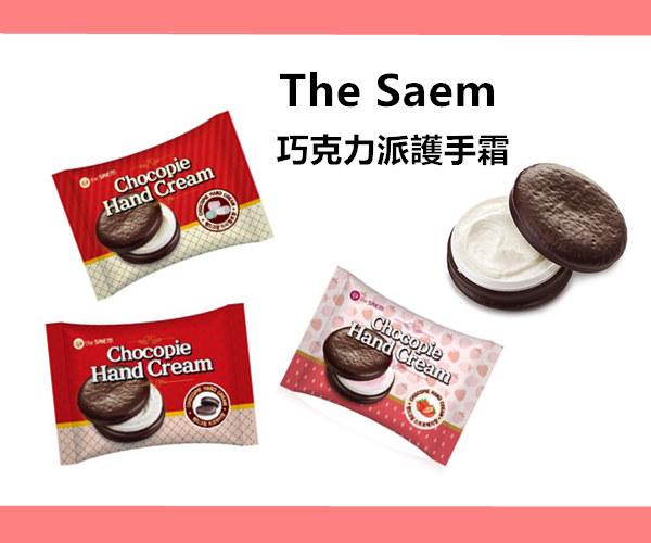 從外包裝看就超像巧克力派了,連護手霜實體也做得超像~ 還有棉花糖、巧克力和草莓三種口味,質地就像棉花糖一樣軟綿綿的