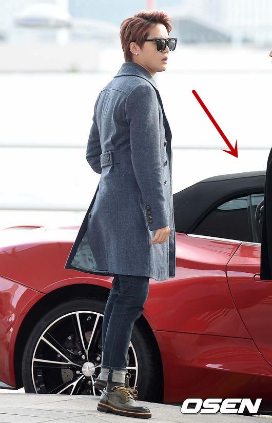 沒錯!這次被狗仔直擊兩個人在漢江約會的時候,正是俊秀開著自己的英國名牌跑車Aston Martin載著哈妮去兜風~據說新聞報導出來,這款「007」電影才出現的跑車還獲得高度討論欸~